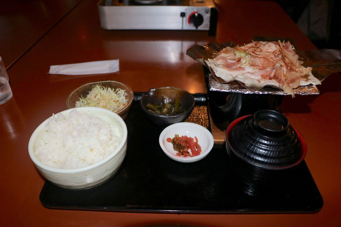 朴葉味噌とお肉が食欲をそそる!「あんき屋」の朴葉味噌定食