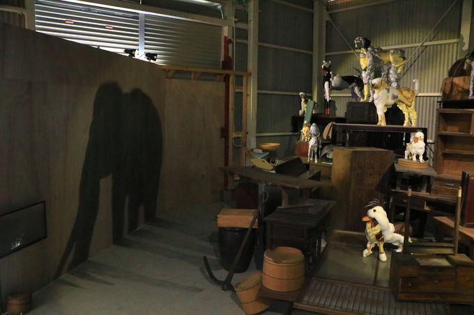 ナウマンゾウに犬!伝承と歴史から構築された意表を突くアート