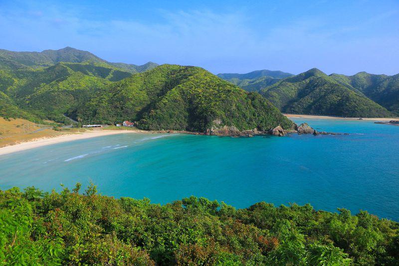 五島の自然美!福江島西部「高浜海水浴場」のエメラルドブルー
