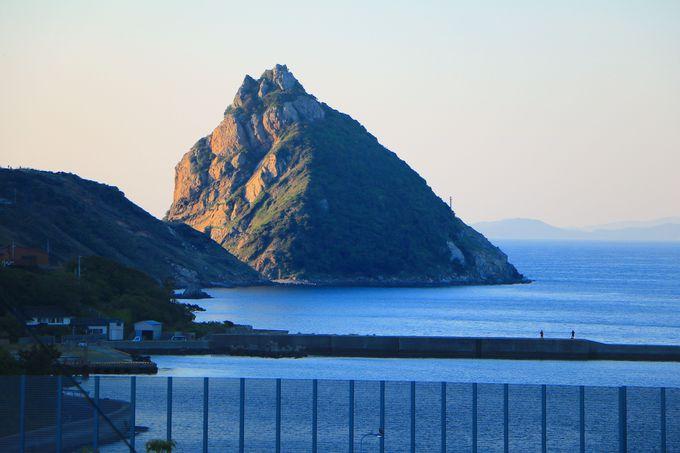 まるでトトロ!?島の防衛線として活躍した大巨石「矢堅目」