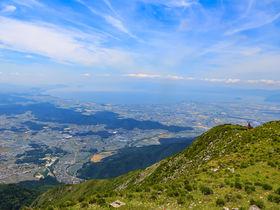 一度は登りたい!高山植物と緑が彩る滋賀県「伊吹山」へ夏山登山