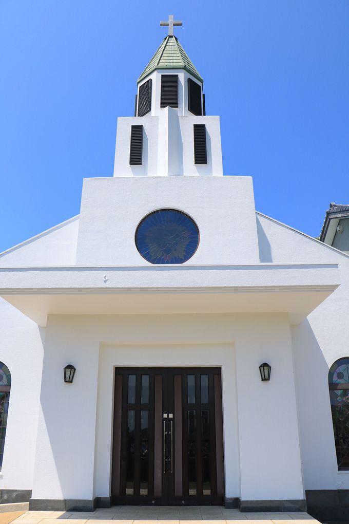 白亜の教会に港町の絶景!若松島に佇む「土井ノ浦教会」