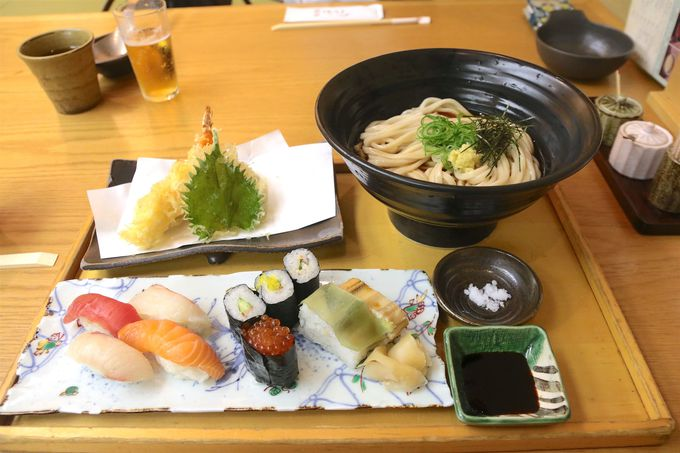 お寿司や天ぷらと贅沢に!麺匠「つるとんたん」の讃岐うどん