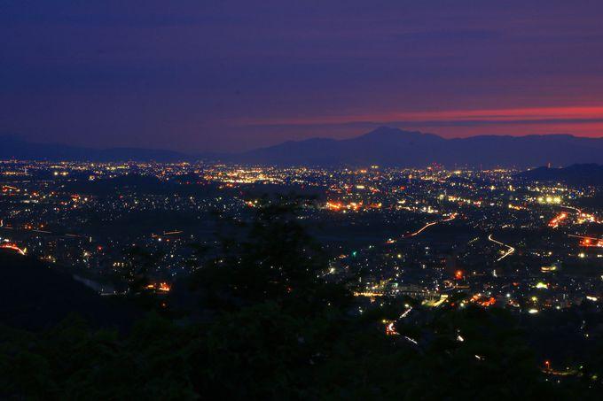 茜色の「伊吹山」と町のトワイライト夜景がすごい!