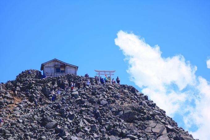 畳平から片道1時間半!雄大な山岳世界が広がる「剣ヶ峰」
