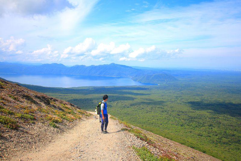 大迫力の溶岩ドームも!絶景広がる北海道・支笏湖畔「樽前山」