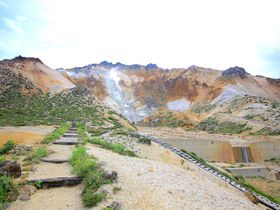 北海道の恐山!?北海道・渡島半島に大迫力で佇む「恵山」