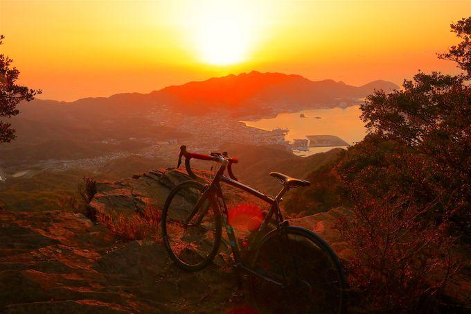 オレンジ纏う瞬間は絶景!紅葉と朝日が作り出す感動的な色