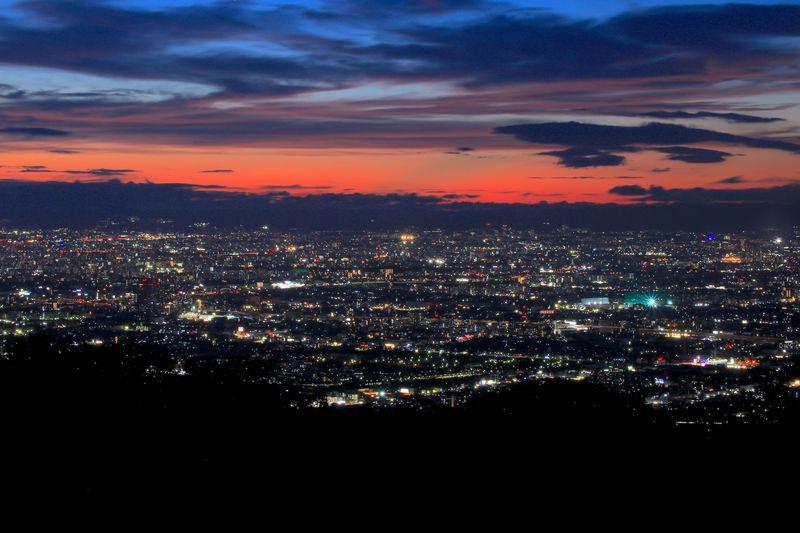 感動的なトワイライト夜景!大阪「十三峠」から見る絶景パノラマ