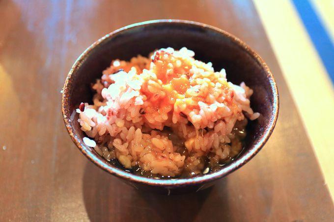 〆の卵かけご飯が絶品!黄ニラ醤油で食べよう