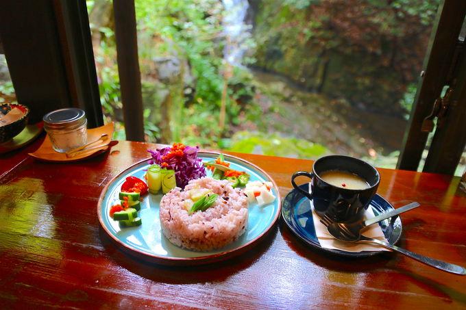 唯一無二の滝見カフェ「きらり」で過ごす極上のひと時