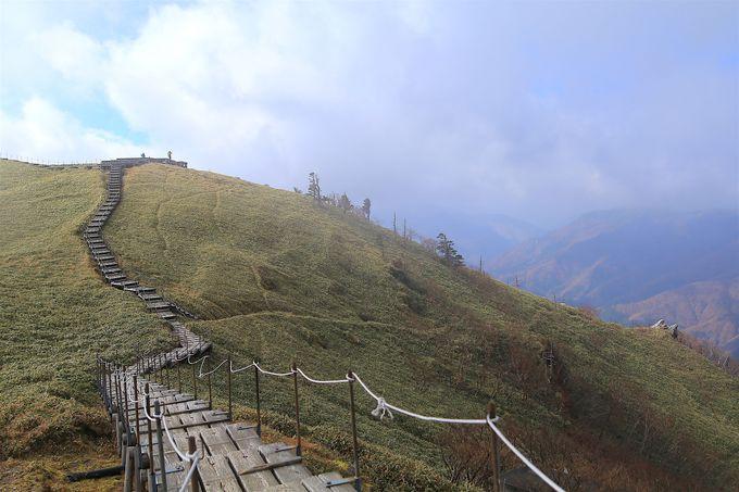 ロープウェイを降りて標高約200mのハイキング!