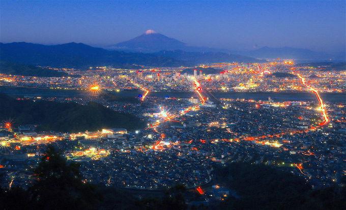 富士山と夜景のコラボ!「朝鮮岩」が魅せる大絶景を堪能