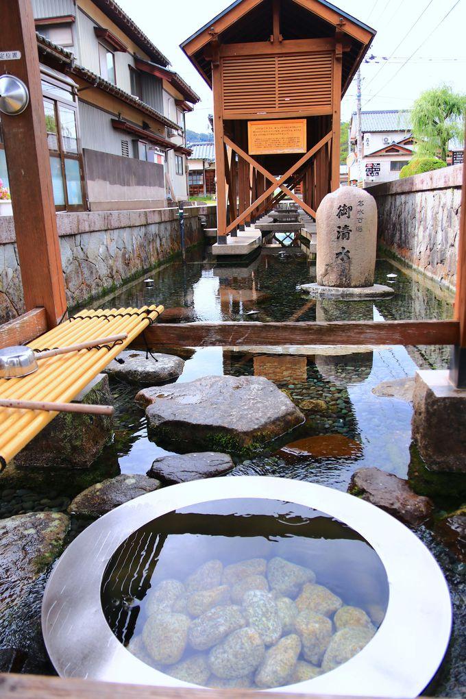 町の至る所から!湧水が潤す「水の都」の景観