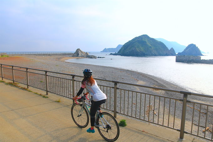 どこか北海道らしさも!?答志島スカイラインをサイクリング