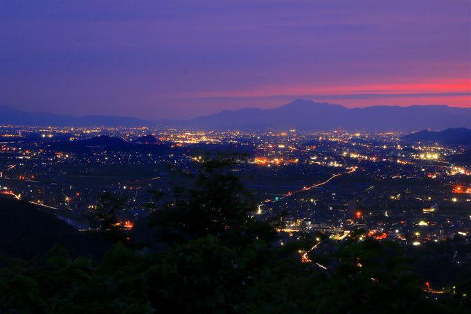 抜群の夜景が魅力!穴場な低山「継鹿尾山」