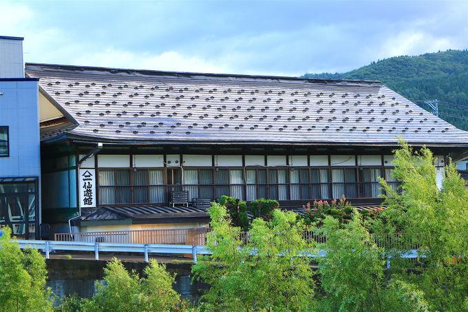 歴史情緒漂う温泉街に佇む!老舗旅館「ヤマニ仙遊館」