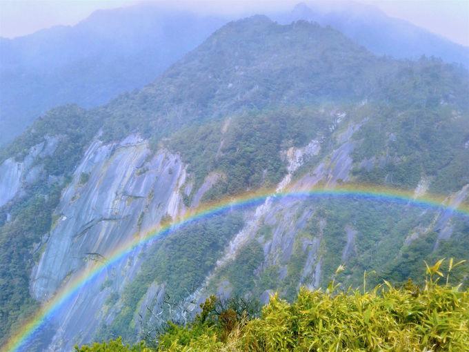 山頂は唯一無二の圧倒的な展望!運が良ければ虹も