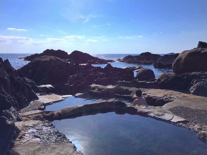 海が迫る!開放感満点の野湯「平内海中温泉」