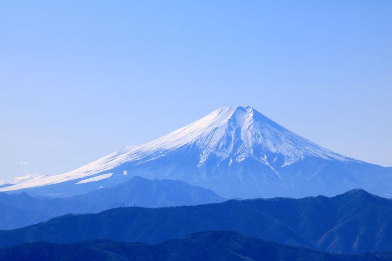 氷の華・シモバシラと富士山の絶景を!東京「御岳・大岳山」ハイク