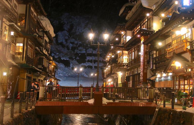 一度は訪れたい!山形の秘湯「銀山温泉」冬は朝夜ともに趣抜群 | 山形県 | LINEトラベルjp 旅行ガイド