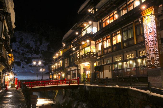 山形随一の人気を誇る温泉街「銀山温泉」一番の見所は夜
