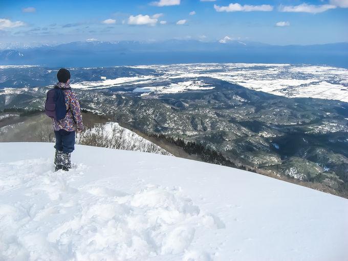眼下には美しい琵琶湖を望む「比良山地」