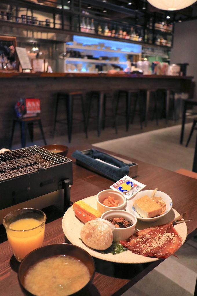 美味しい朝食も!宿泊者専用の酒蔵共有スペースが嬉しい