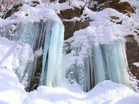 閉ざされた冬の絶景!青森「奥入瀬渓流」氷瀑氷柱巡りトレッキング