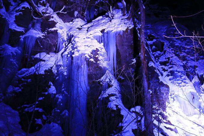 氷瀑氷柱のライトアップが絶景!「冬の奥入瀬氷瀑ナイトツアー」