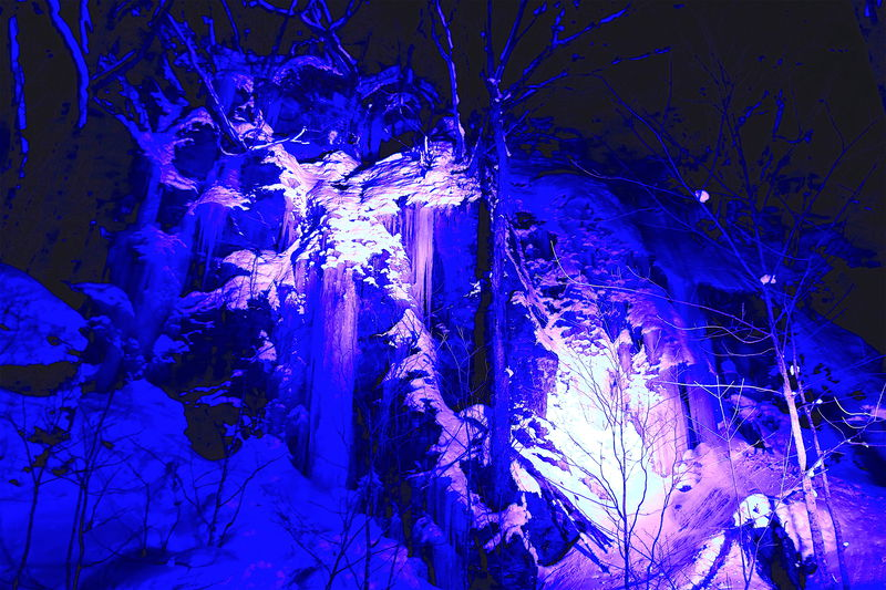 まさに別世界!大自然の芸術鑑賞「冬の奥入瀬氷瀑ナイトツアー」