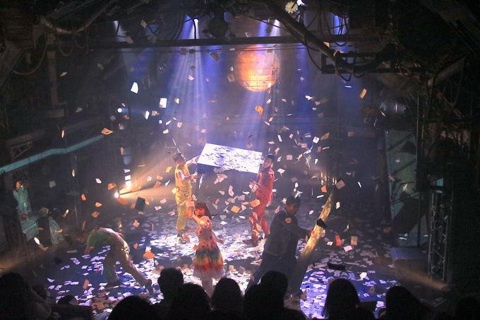 凄すぎる舞台演出!パフォーマンスと融合した演出が圧巻