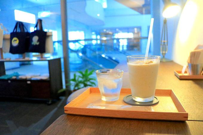 空港の待ち時間に「カフェ風人」季節のスムージー