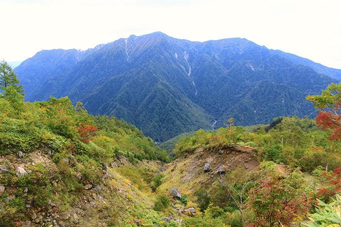 森林限界から荒涼とした世界へ!火山「焼岳」が作る景観