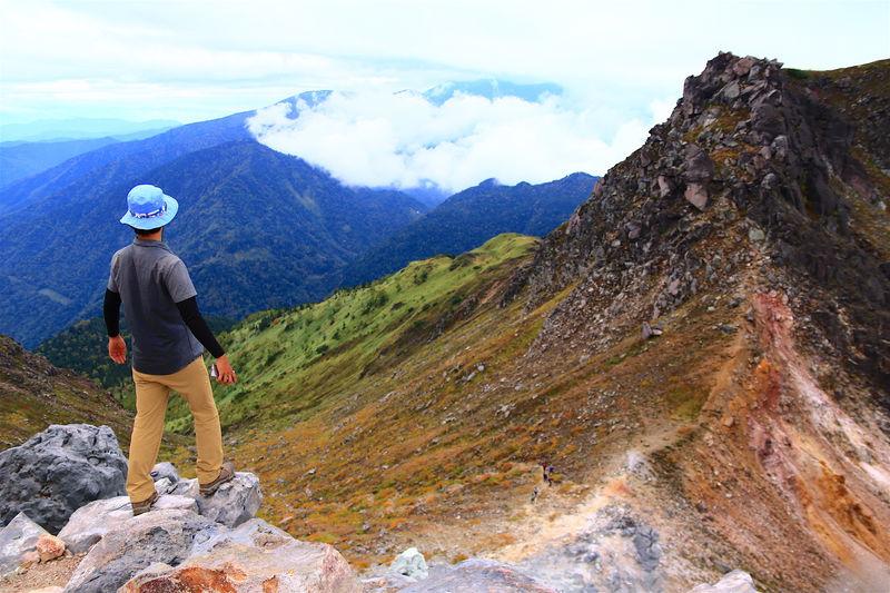 秘境・上高地を見渡す!岩峰「焼岳」へ北アルプス入門登山