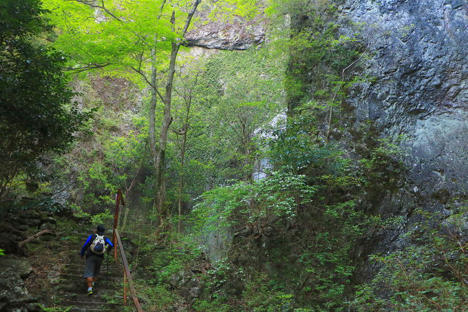 堤石トンネルから登山開始!立ちはだかる火山地形