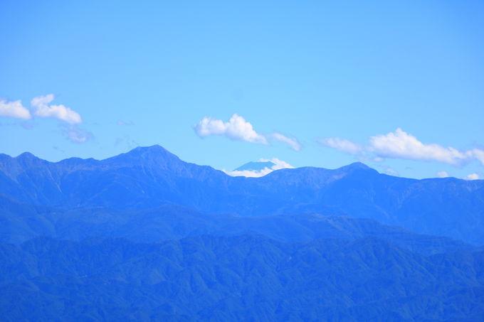 富士山の遠景も!引き込まれる恵那山山頂の大展望