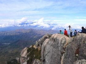 奇岩ひしめく登山道と圧倒的パノラマ!山梨北杜「瑞牆山」登山