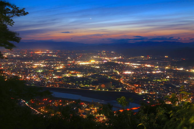 感動的な夜景!金華山山頂で味わう非日常の時間