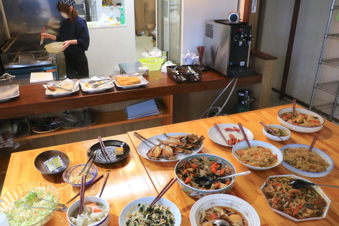 地元漁師を支える食堂「かもめの朝ごはん」絶品バイキング