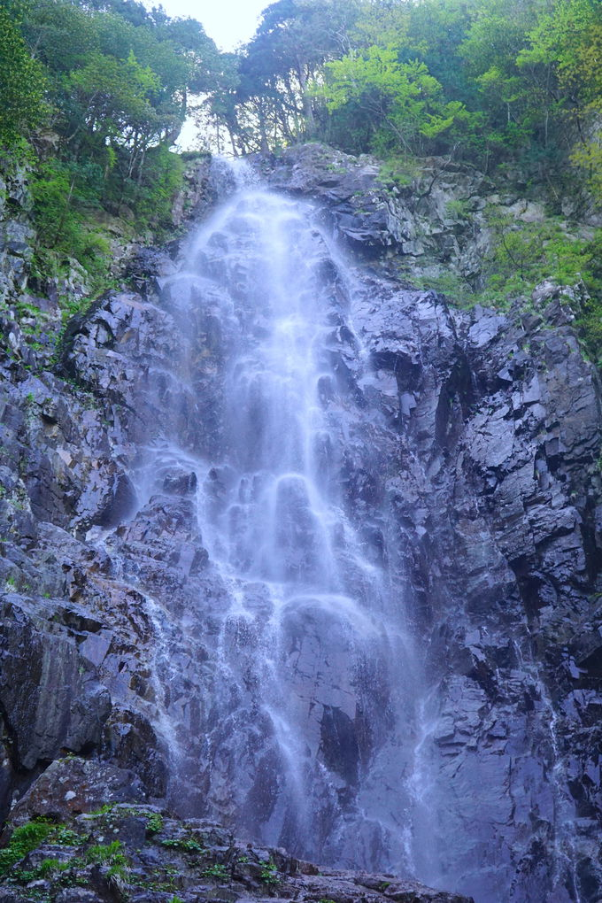 まさに日本のエンジェルホール!?「夫婦滝」が圧巻すぎる
