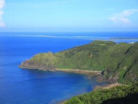 久米島「比屋定バンタ」の断崖絶景!表から見るか裏から見るか?