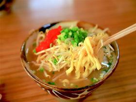 久米島の味覚がたっぷり!「やん小」で頂く絶品・島味噌もやしそば