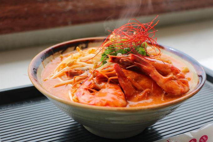 今や全国から注目!久米島旅で必食の絶品「車海老そば」