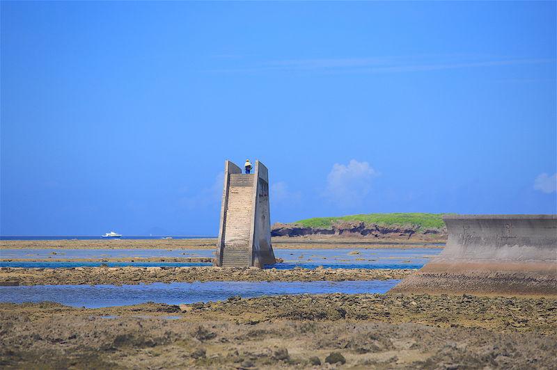 久米島の隠れた絶景!幻の歩道橋「シールガチ橋」を渡ろう