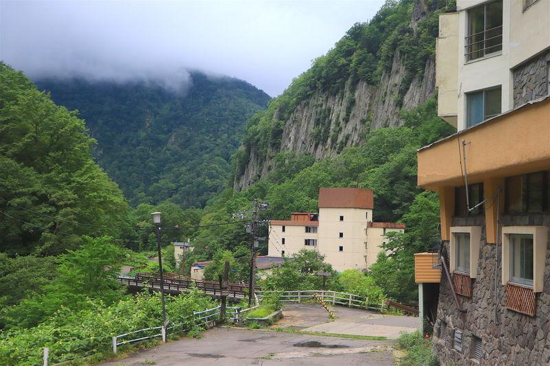 羽衣の滝を目指して!北海道の秘境「天人峡ハイキング」