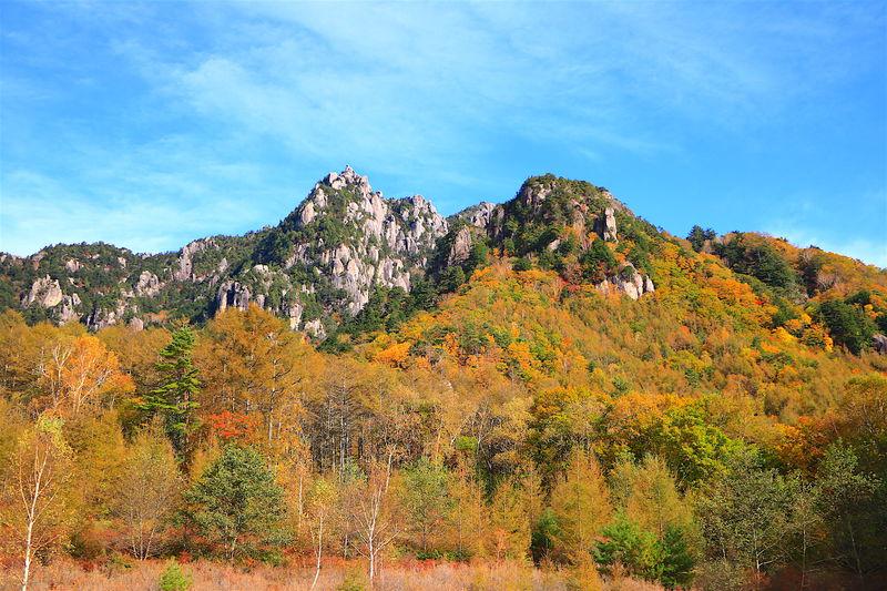 みずがき山自然公園も!山梨「瑞牆山」周辺は絶景紅葉の宝庫