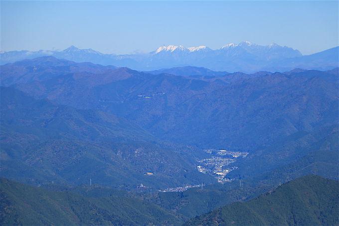 樹林の先には大展望!「御嶽山」を見渡すパノラマに感動