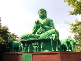 お洒落タウンの一角に?珍スポット・緑の巨人「名古屋大仏」