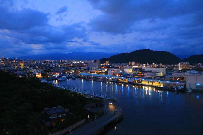 夕焼けに佇む幻想的な水門と、トワイライト富士!